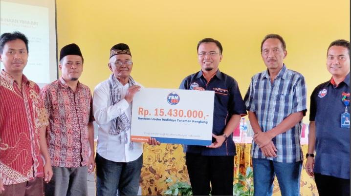 Penyerahan Bantuan Budidaya Tanaman Kangkung