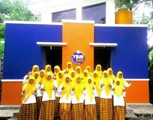 YBM_Salurkan Bantuan Program Sanitasi Total Berbasis Komunitas Di Pesantren Walisanga Ende1