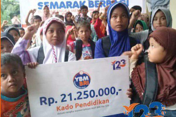 YBM BRI Kanwil Padang Berbagi Kado Pendidikan