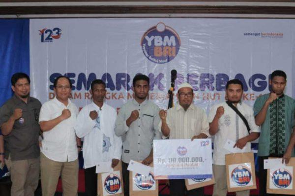 Semarak Berbagi YBM BRI Makassar