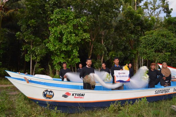 YBM BRI X Kyodai Remittance : Salurkan Bantuan Perahu untuk Bangkitkan Ekonomi Nelayan