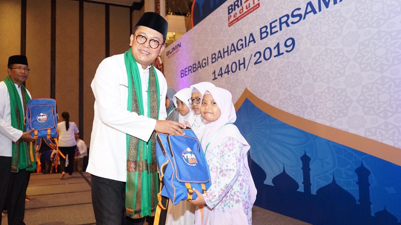 Ramadhan Merakyat YBM BRI Bagikan Ratusan Bingkisan Pendidikan Yatim Denpasar
